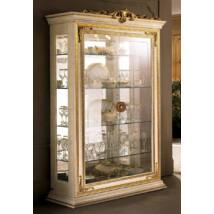 AC Leonardo Day 2-ajtós vitrines szekrény, díszkoronával