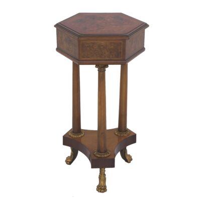 Hatszögletű, tömör diófa asztal